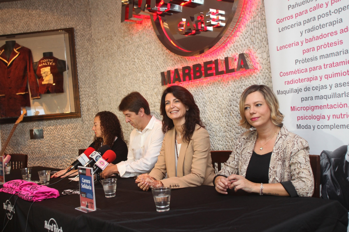 Puerto Banús holds the Pinktober race on November 20th to raise awareness about breast cancer
